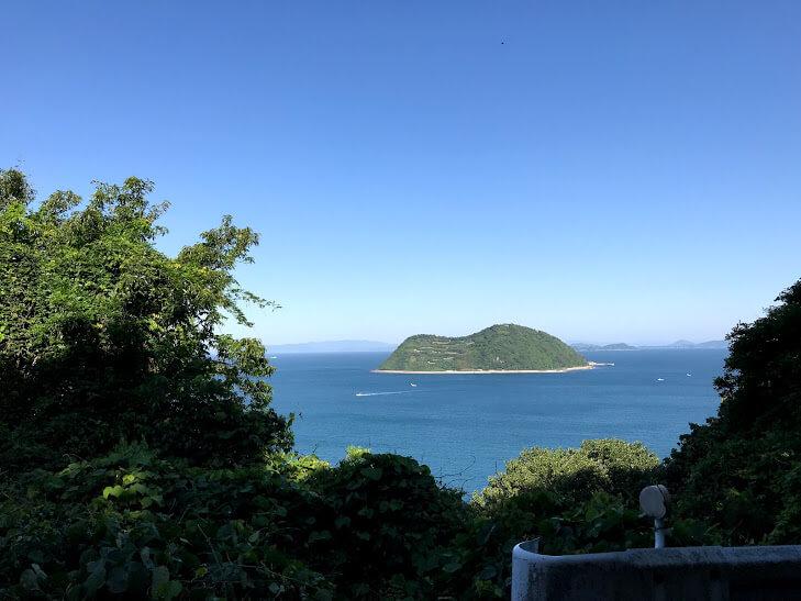 興居島からみる釣島