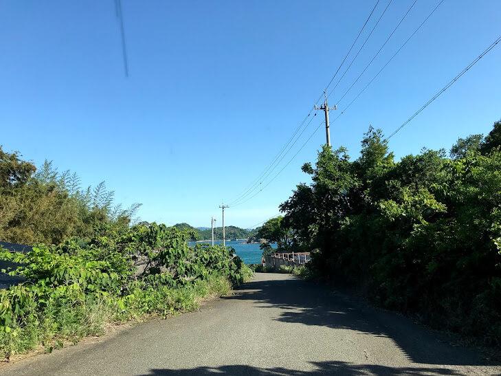 興居島 海へ続く道